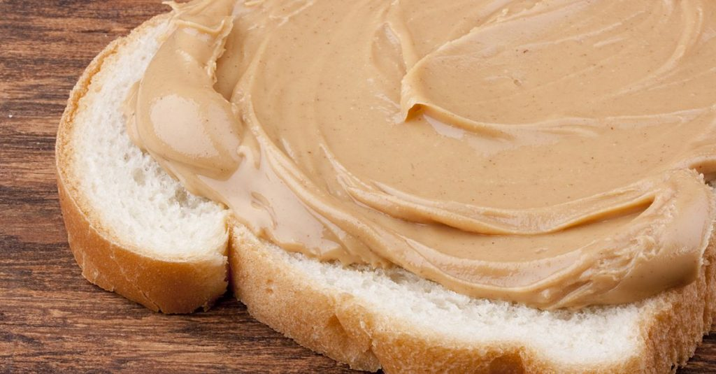 Bread is smeared Peanut butter